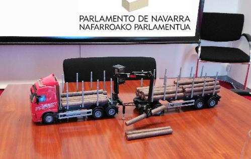ADEMAN presenta en el Parlamento de Navarra la problemática del transporte de madera en rollo debido a la limitación de carga en nuestro territorio.